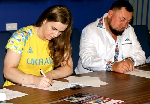 Харьковчанка Ирина Деха заключила контракт с Федерацией тяжелой атлетики Украины