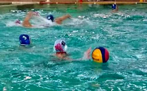 Харьковчане начали выступление на турнире по водному поло в Беларуси