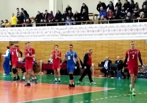 В первом матче 8 тура мужской волейбольной Суперлиги харьковская «Юракадемия» дома проиграла ВК «МХП-Винница»