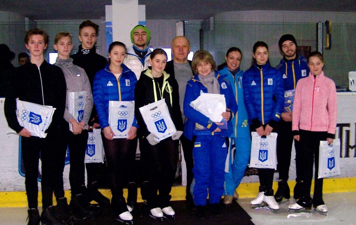 Лучшим харьковским фигуристам вручены памятные подарки от НОК Украины