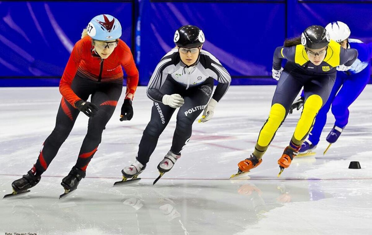 На зимней юношеской Олимпиаде борьбу за медали начали мастера шорт-трека