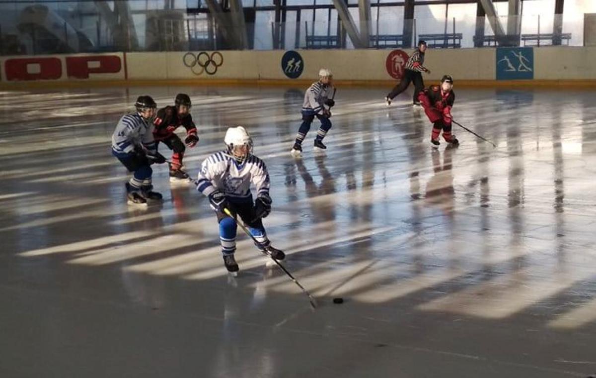 В Харькове состоялся детский новогодний турнир по хоккею