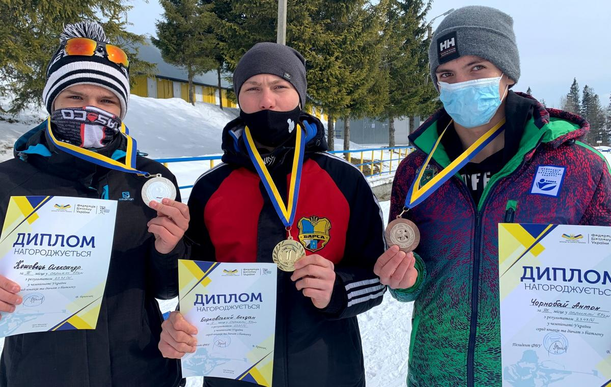 Антон Чернобай занял третье место среди юношей на чемпионате Украины по биатлону